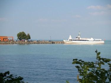 Prom kursujący pomiędzy czubkiem półwyspu Tihany a przeciwległym brzegiem Balatonu.