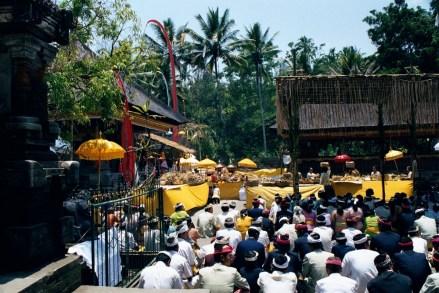 Święto w świątyni Pura Tirtha Empul w Tampaksiring.