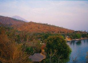 Amed (pn Bali), wierzchołek Gunung Agung widoczty tylko o świcie.