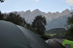 Jeden może dwa razy było nam dane zobaczyć, jaki mamy widok z namiotu: grań Tennengebirge.