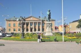 Zdjęcie obowiązkowe: Stortorget – rynek starego miasta, ratusz i pomnik Karola X Gustawa. Jest to największy rynek w północnej Europie (2 ha).