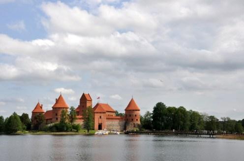 Troki (Trakai). Zamek na wyspie, a wyspa na jeziorze Galve.