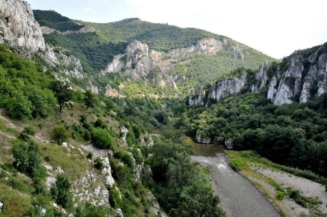 Przełom Iskyru. Iskyr to prawy dopływ Dunaju, długość – 368 km, najdłuższa rzeka Bułgarii płynąca w całości w jej granicach, źródło ma na wysokości 2500 w górach Riły.