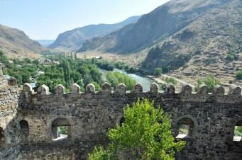 Twierdza strzegła traktu handlowego do Armenii i Bizancjum.