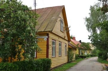 W średniowieczu była tu warownia i miejsce polowań Wielkich Książąt Litewskich. Teraz pozostały takie uliczki i domeczki ;)