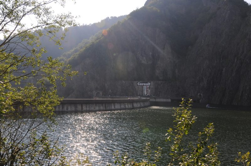 Zapora na Lacul Vidaru (166m).