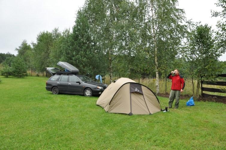 Pochmurny poranek i pierwsza kawa :) Pole namiotowe pod Trokami.