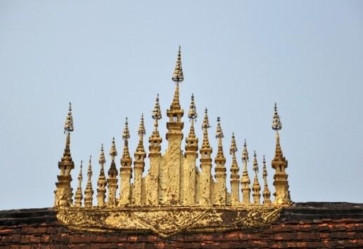 Dok So Fa umieszczony na dachu głównego watu, nad jego centralną częścią, symbolizuje wszechświat, Górę Meru (centrum wszechświata), oraz królewski patronat.