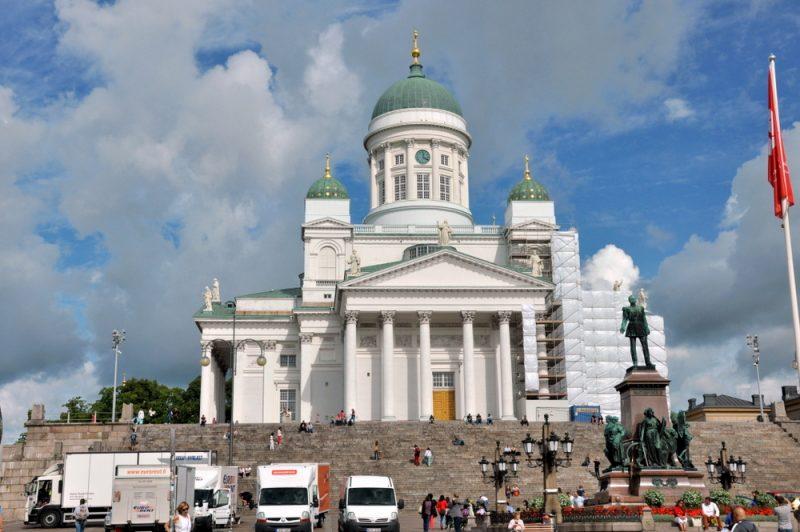 Katedra helsińska wzorowana na katedrze św. Izaaka w Petersburgu. I car Aleksander II Romanow.