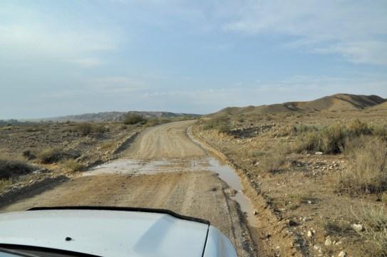 Ale mając auto z napędem 4x4, nie będziemy przecież jechać drogą wzdłuż jeziora. Pojechaliśmy jakoś w poprzek...