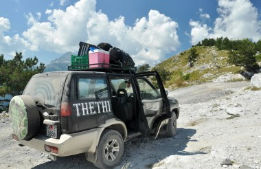 Nasz jeep! Nasz jeep! Trasa z Theth do Szkodry przez przełęcz Qafa e t'Thore. Ino szuter.