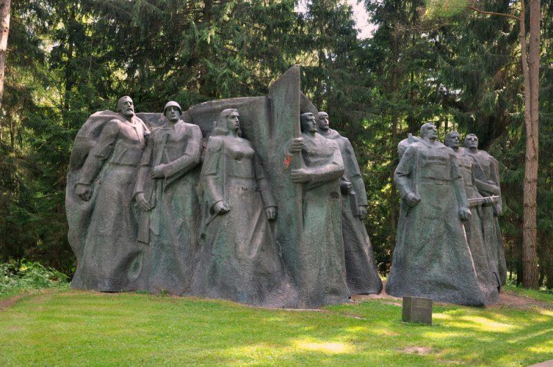Zbiory zgromadził (na koszt własny) litewski biznesmen Viliumas Malinauskas. Wydobył ze śmietników i magazynów pomniki przywódców i polityków radzieckich usunięte po odzyskaniu niepodległości przez Litwę (1990r.).