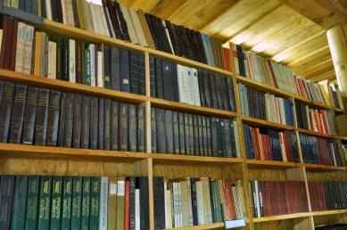 Biblioteka ze stosownym, jedynie słusznym księgozbiorem.