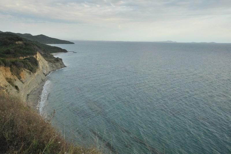 Klifowy brzeg półwyspu Rodonit.