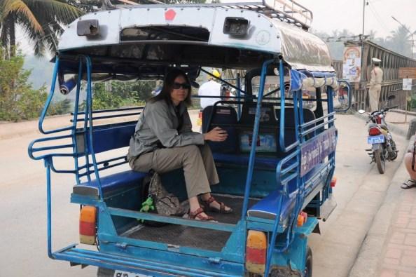 W tuktuku o sennym poranku.