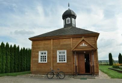 Bohoniki. Tu i w okolcy mieszka najwięcej polskich Tatarów. Okoliczne ziemie nadał żołnierzom tatarskim Jan III Sobieski w 1679 r. za zasługi w walkach. Jeden z kilku czynnych meczetów w Polsce.