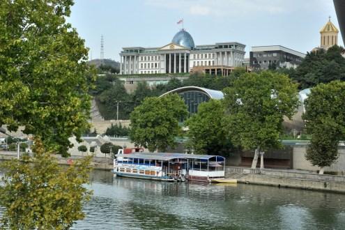 Pałac Prezydencki i rzeka Mtkwari (naczej Kura).
