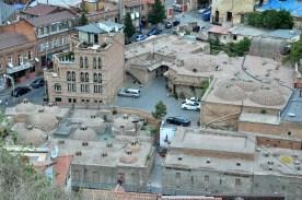 """Widok na Abanotubani (słowo """"abano"""" w języku gruzińskim oznacza łaźnię). Najstarsza część miasta."""
