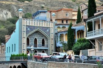 To nie meczet. To fasada łaźni Czreli Abano - Pstrej Łaźni.