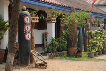Podczas wojny w Wietnamie, na Laos zrzucono tony żelastwa.