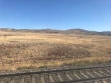 Niemal 20 godzin kulamy sie przez stepy Kazachstanu. Wieczorem zasypialiśmy na stepach, rano za oknem - nadal stepy.