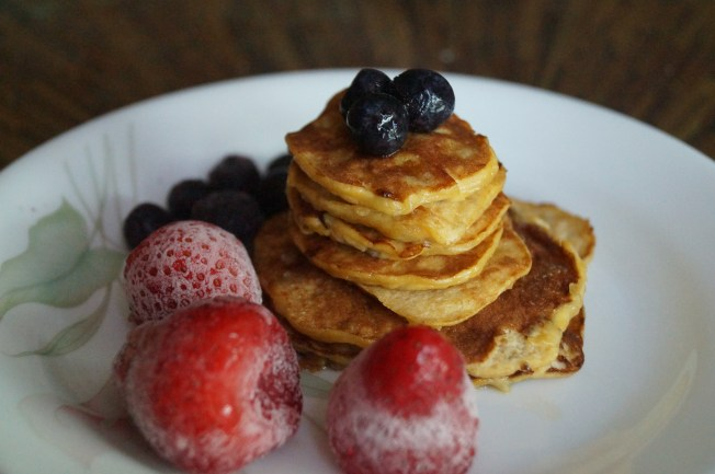 natural pancakes with berries