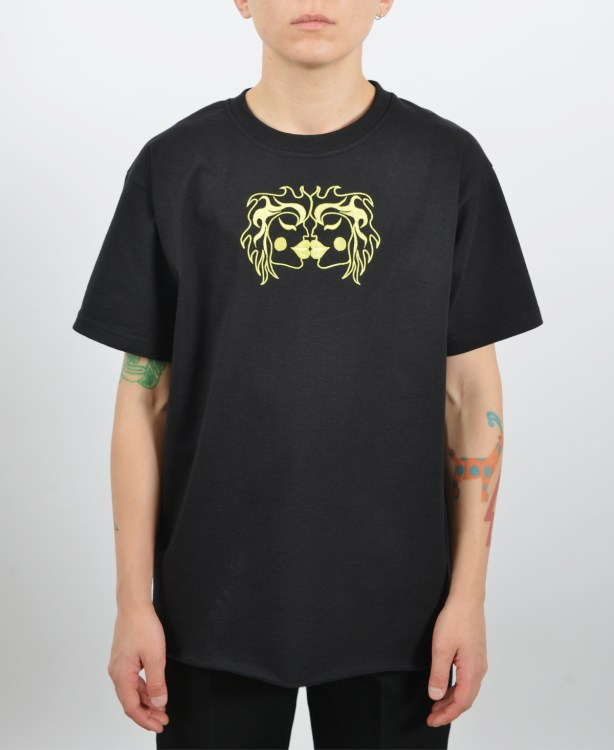 Embroidered-kissing-t-shirt-black
