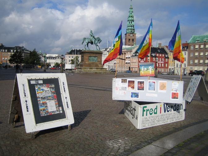 FredsVagten ved Christiansborg fylder 18 år – eller 6575 dage