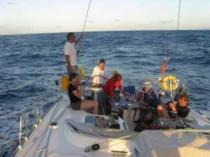 Ein lauer tropischer Sommerabend mitten auf dem Atlantischen Ozean.