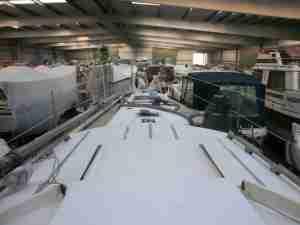 Die Bootshalle in Wedel über das Deck von SeaBelow hinweg gesehen