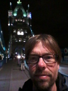 Auf der Tower Bridge in London