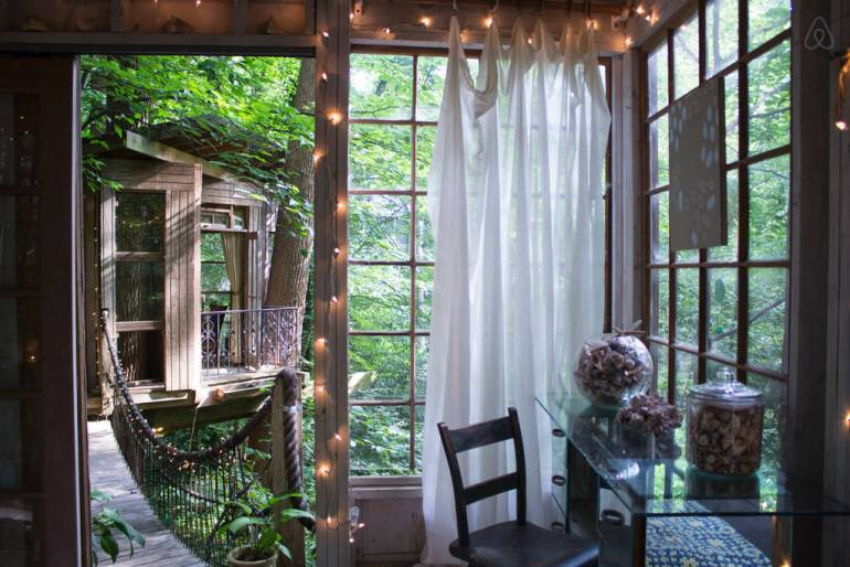 A three-room treehouse in Atlanta