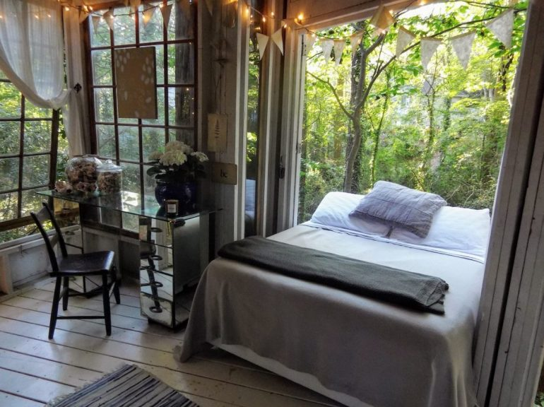 bedroom, airbnb treehouse