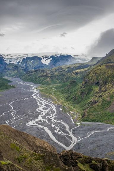 Pohled na řeku Krossá - vlevo Tórův les, vpravo Země bohů