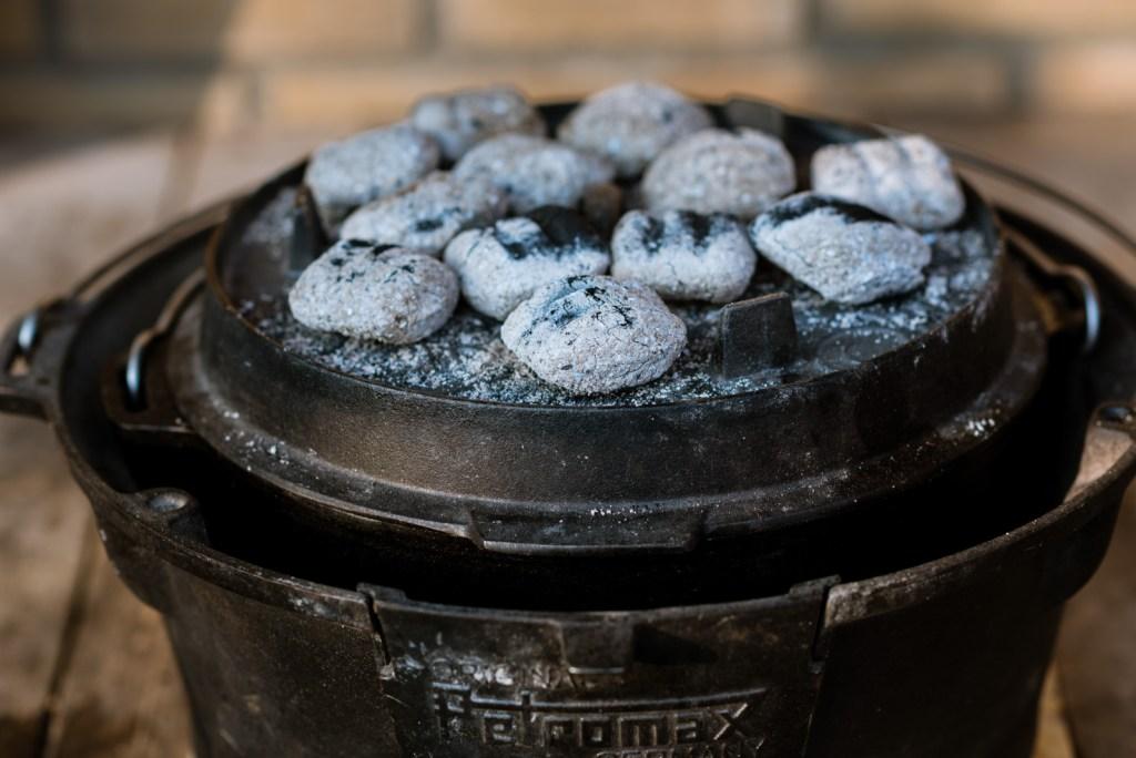 Dutch oven petromax met kolen