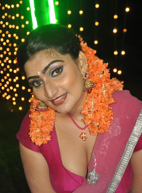 babilona-hot-stills-at-siruvani-movie-shooting-spot-20