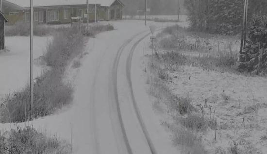 Ter verkoeling: sneeuw in Noord-Finland, 16 oktober 2017 (bron: via Keraunos).