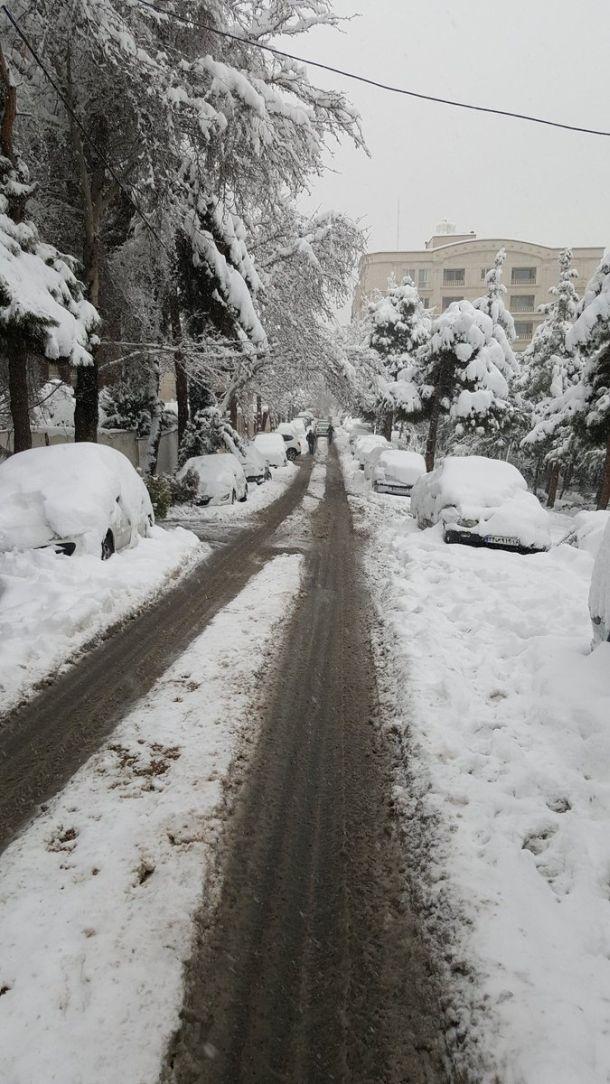 Zeer ongewoon: pak sneeuw van 23 centimeter in Teheran, Iran, 28 januari 2018 (bron: Mohammad Hashemi).