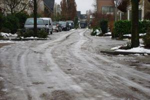 Glibberige straten zondagochtend in Malden