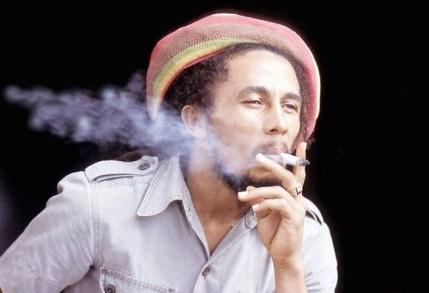 setsubun Bob Marley fumando