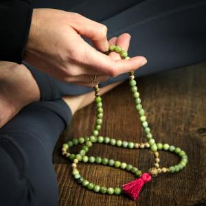 using mala prayer beads