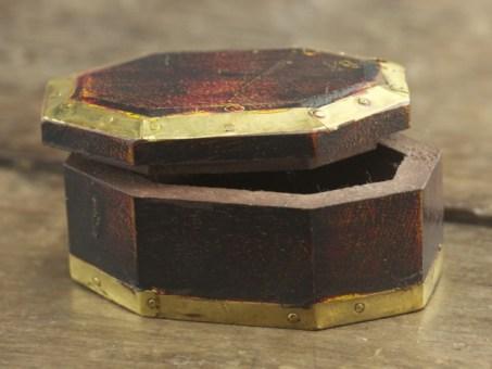 Small Octagon Mala Box