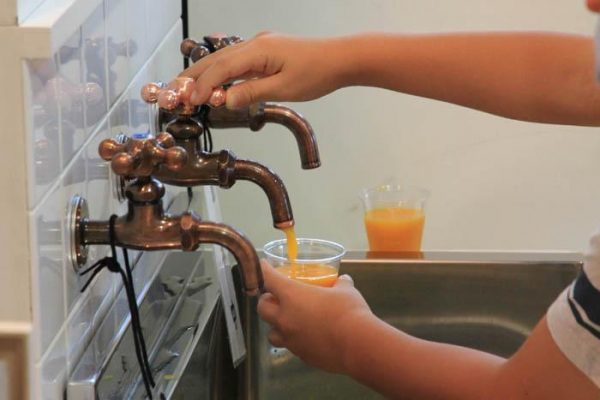 Let's try to turn on ! juice faucet in Japan!