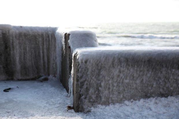 氷の防波堤