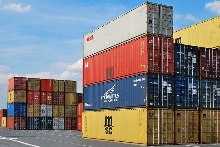 港の貨物倉庫