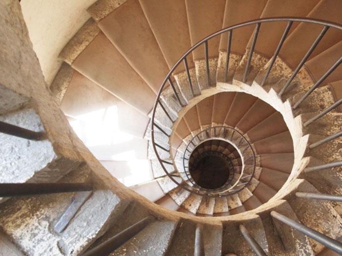らせん階段3