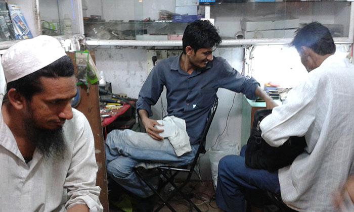 インドで働く男性