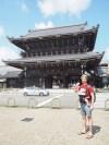 Eden izmed Honganji templjev. Marku je že pošteno vroče.