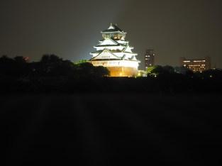 Grad v Osaki, ponoči.