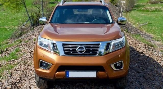 2020 Nissan Navara front
